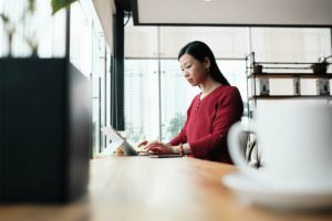 asian-business-woman-working-in-bar-outside-office